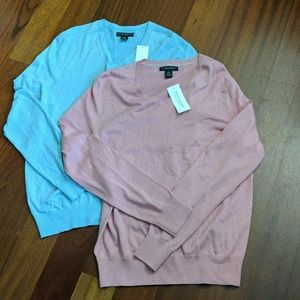 2 v-neck sweaters